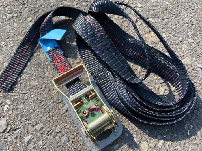 カヤック用ラチェット式タイダウンベルト