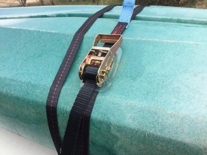 カヤック車載用ラチェット式タイダウンベルトのブラックタイプを実際に使ってみた