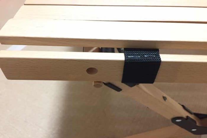 ハイランダーのウッドロールトップテーブルでダボと穴の位置がずれている