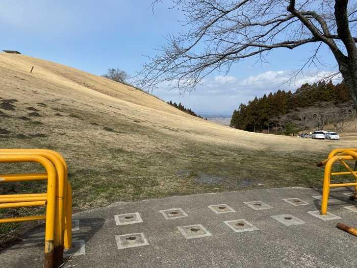 宮城県_加護坊山キャンプ場_山頂からの斜面