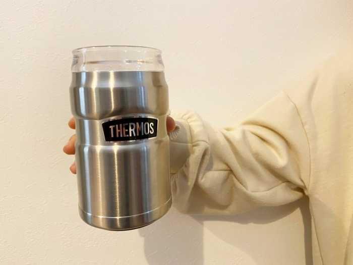 サーモス保冷缶ホルダーROD-002を娘に持ってもらいました