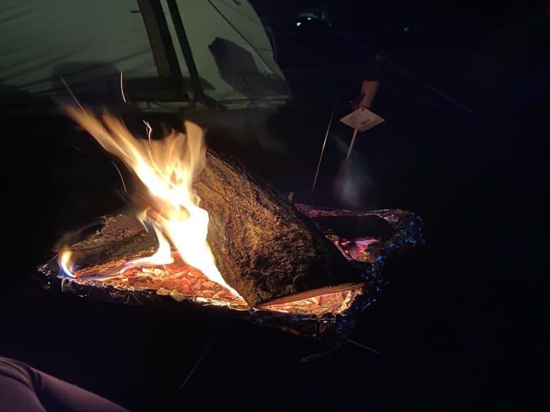 キャンプ場でユニフレーム焚き火で焚き火